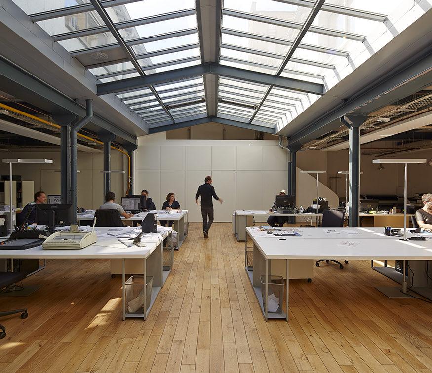 agence architecte sous verrière loft parquet chêne open space TOA architectes associés