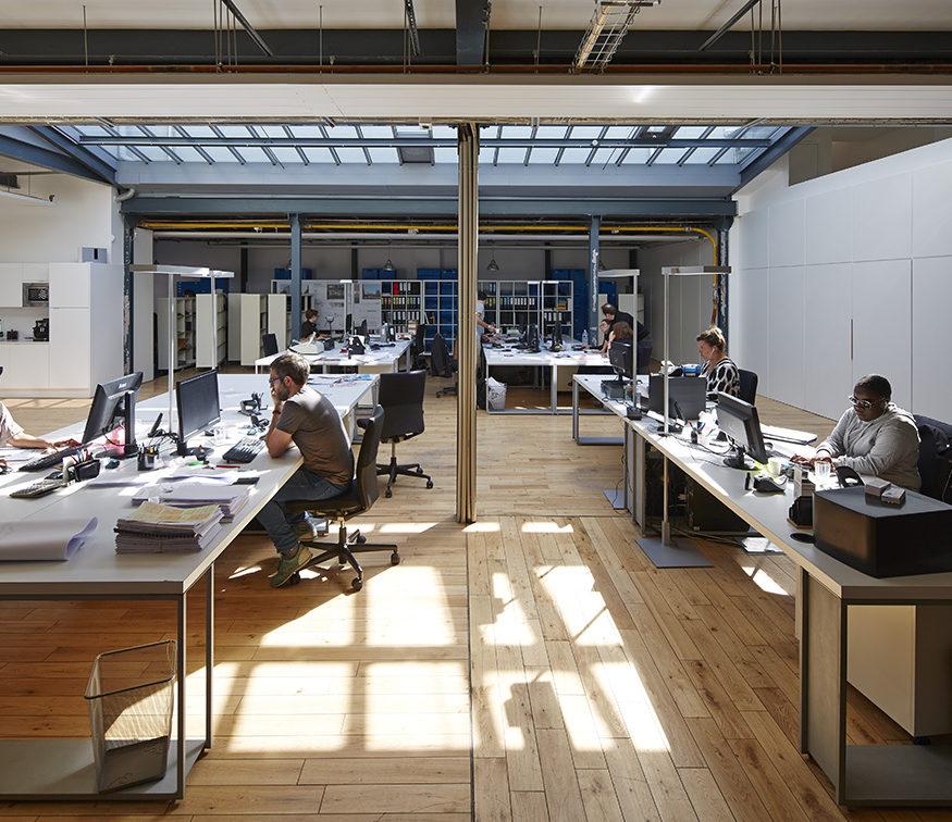 agence loft ambiance lumineuse verrière open space TOA architectes associés
