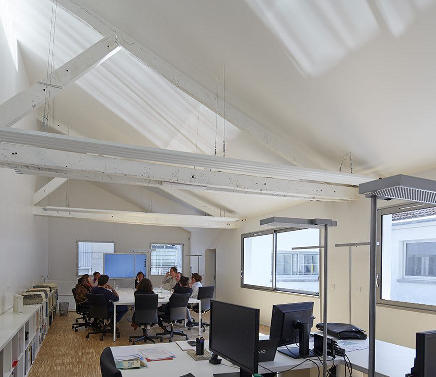 bureau open space hauteur combles parquet chène épuré TOA architectes associés